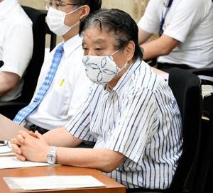 「あいちトリエンナーレ2019」実行委が名古屋市に未払いの負担金を支払うよう求めた訴訟の第1回口頭弁論のため、名古屋地裁に出廷した河村たかし市長(手前)=5日午前(代表撮影)