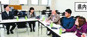 防災をテーマにした4局合同のラジオ番組について話し合う関係者=徳島市の四国放送