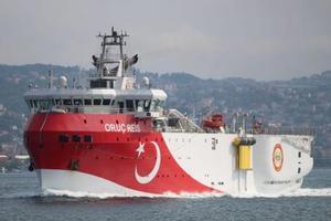 トルコの探査船=2018年10月、イスタンブール(ロイター=共同)