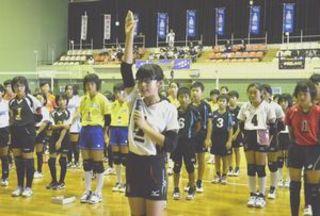県小学生バレー開幕 75チーム頂点目指し熱戦
