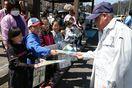 道の駅利用者に人権擁護を訴え 神山の神領小児童