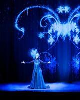 報道関係者に公開されたディズニー最新ミュージカル「アナと雪の女王」の舞台稽古=21日午後、東京・竹芝の四季劇場「春」((C)Disney)
