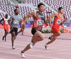 男子200メートル準決勝 力走する小池祐貴(576)。20秒60の1組2着で決勝に進んだ=ドーハ(共同)