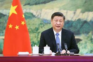 香港政府の林鄭月娥行政長官から定例報告を受ける中国の習近平国家主席=27日、北京(新華社=共同)