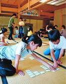 畳の上で熱戦展開 徳島市で競技かるた
