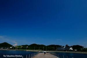 梅雨が明け、広がった青空=7月19日午後2時半、鳴門市撫養町岡崎