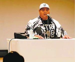 力士時代を振り返って講演するKONISHIKIさん=美馬市脇町の市地域交流センター・ミライズ
