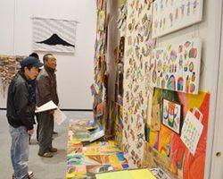 個性あふれる作品が並ぶチャレンジとくしま芸術祭=徳島市の県立近代美術館