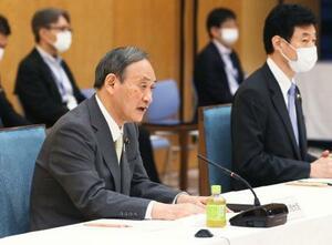 経済財政諮問会議と成長戦略会議の合同会議であいさつする菅首相=18日午後、首相官邸