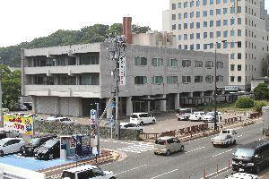 老朽化が進む徳島地検。法務省は地検など関連施設を集約した徳島法務総合庁舎の建設を計画している=徳島市徳島町2