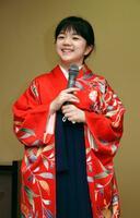 対局を前に、和服姿で抱負を語る囲碁の仲邑菫二段=14日午後、福島県会津若松市