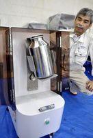 千歳産業が開発した自家製バター製造機=小松島市中田町の同社