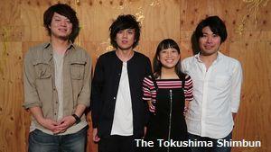 番組出演に向け、意気込みを語るPOLUの(左から)柳本さん、バンさん、丸山さん、熊五郎さん=徳島市の万代中央埠頭