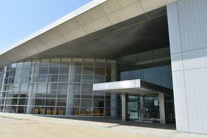 小松島市が施設命名権を売却した市ミリカホール。愛称は「サウンドハウスホール」に決まった=同市小松島町