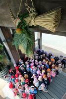 鷲の門に取り付けられたしめ飾り=徳島中央公園