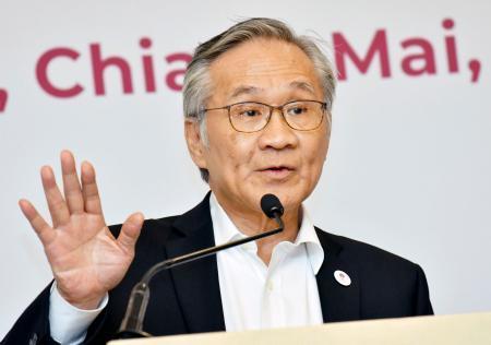 ASEAN外相会議を終え記者会見するタイのドン外相=18日、タイ・チェンマイ(共同)