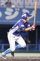 愛媛対徳島 3回表、徳島2死二塁、橋本球が右越えに先制の適時二塁打を放つ=坊っちゃんスタジアム