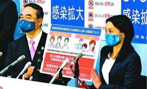 医療従事者らへの人権に配慮するよう訴える飯泉知事(左)と内藤市長=県庁