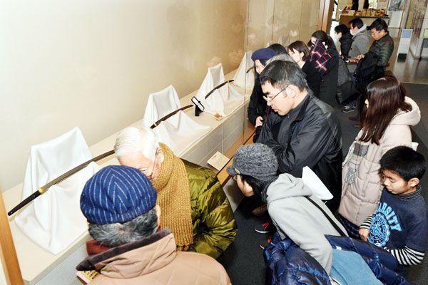 1万7千人以上が訪れた名刀展「鐡華繚乱」。入館者増に大きく寄与した=1月26日、徳島城博物館