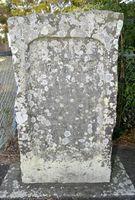 安政南海地震で崩れた岩について書かれた石碑=小松島市金磯町