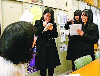 センバツ富岡西 新聞部紙面で後押し 特集発行へOBら取材