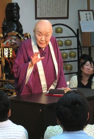 京都寂庵で寂聴さんが法話 「戦争反対へ行動を」