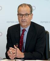 5月、記者会見するアダムス広報部長=スイス・ローザンヌ(IOC提供・共同)