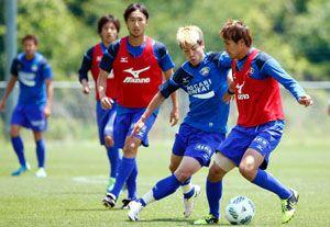 今季初の連勝を目指し練習に励む徳島の選手たち=徳島スポーツビレッジ