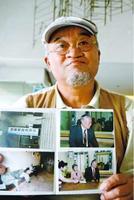 横田さんの写真を手に「拉致問題への関心を高めて」と訴える陶久代表=徳島新聞社