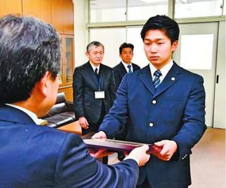 鳴門高・塩唐松前主将を優秀選手表彰 日本学生野球協