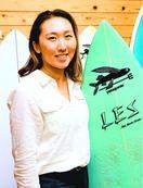 県内初の女性プロサーファー 武知さん 五輪組織委常…