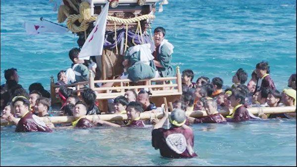 県南部県民局が移住や観光誘客の促進に向けて作ったPR動画の一場面。日和佐八幡神社の秋祭りなどを紹介している(同局提供)