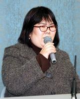 記者会見で喜びを語る西山美香さん=3日午後、大津市