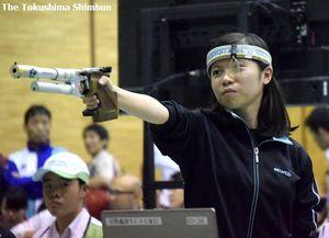 ビームピストル少年女子40発で準優勝した家城=愛媛県内子町城の台公園体育館