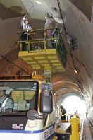 八坂トンネルで走行中に窓破損 牟岐の国道