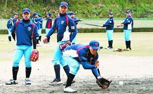 鳴門で合宿を始めた韓国・フィムン高校の野球部員=鳴門市総合運動場