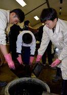 藍染スギ板の陳列台開発へ 徳島県南4高校が藍文化発信