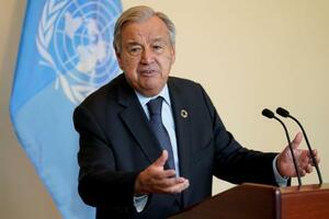 国連本部での会合を終え、記者会見するグテレス事務総長=20日、ニューヨーク(ロイター=共同)