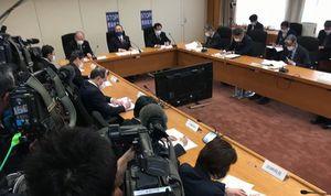 県の対策本部会議=21日午前、徳島県庁