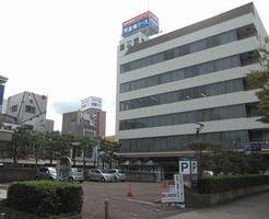阿波銀が新ビルを建設する予定地。阿波銀新町ビル(右)は解体される=徳島市東新町1