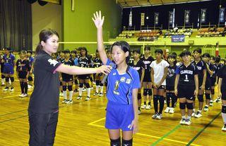 県小学生バレー開幕 63チーム栄冠目指す