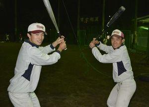 中学時代の恩師の教えを胸に甲子園に挑む阿部(左)と久龍=同校