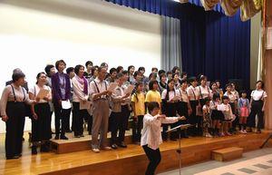 第九交響曲「歓喜の歌」を歌う地元合唱団員ら=鳴門市ドイツ館