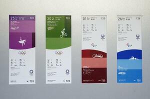 東京五輪(左の2枚)とパラリンピックの競技観戦チケットのデザイン
