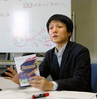 外国人差別のアンケート結果に関して記者会見するARICの梁英聖代表=16日午後、東京都国立市の一橋大