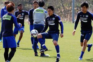 2連勝と連戦の白星スタートを目指して練習に取り組む徳島の選手たち=徳島スポーツビレッジ