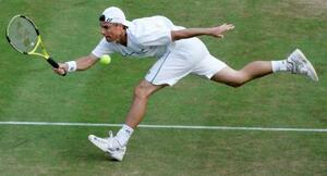 2006年のウィンブルドン選手権でプレーするレイトン・ヒューイット氏(AP=共同)