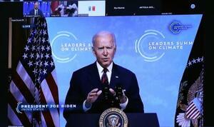 22日、気候変動に関するオンライン首脳会合に参加したバイデン米大統領(ゲッティ=共同)