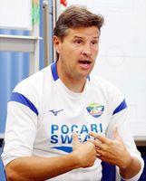 新潟戦を前に今シーズンの戦いなどを振り返るロドリゲス監督