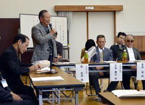 体験談を語る回復者ら=徳島市の八万公民館